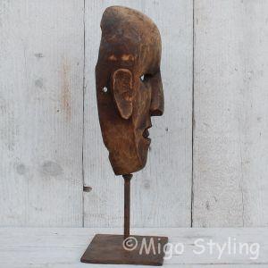 Houten masker op standaard bruin (a)