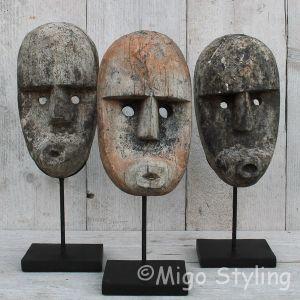 Masker hout op standaard (c)