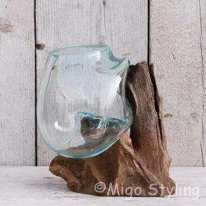 Mini glazen druppelvaas op hout (b)