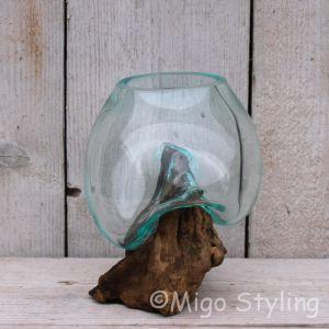 Mini glazen druppelvaas op hout (c)