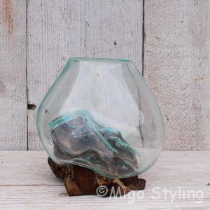 Mini glazen druppelvaas op hout (a)